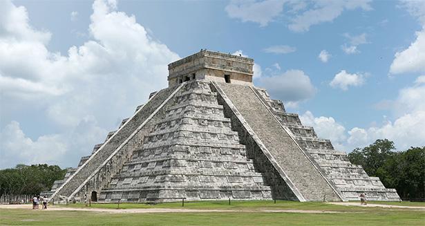 Ruina de pirámide Maya