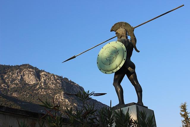 Escultura de guerrero espartano durante la guerra del Peloponeso
