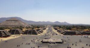 Foto de la calle de los muertos y pirámide del sol, Teotihuacan