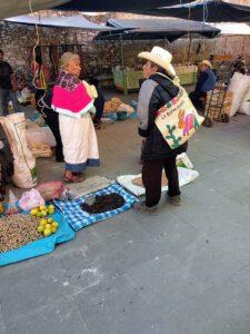 fotografía de un mercado otomí en la frontera entre Puebla e Hidalgo, México.