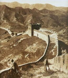 Vista panorámica de la Gran Muralla China en 1907
