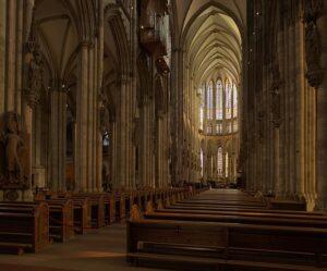 fotografía del interior de la catedral de Colonia (Alemania).