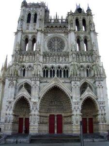 fotografía de la Fachada de la catedral de Amiens (Francia).
