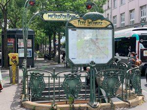 fotografía del ingreso a la estación Père Lachaise Metro de París